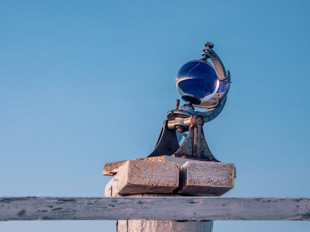 Dispositivo de medição heliógrafo no fundo do céu.