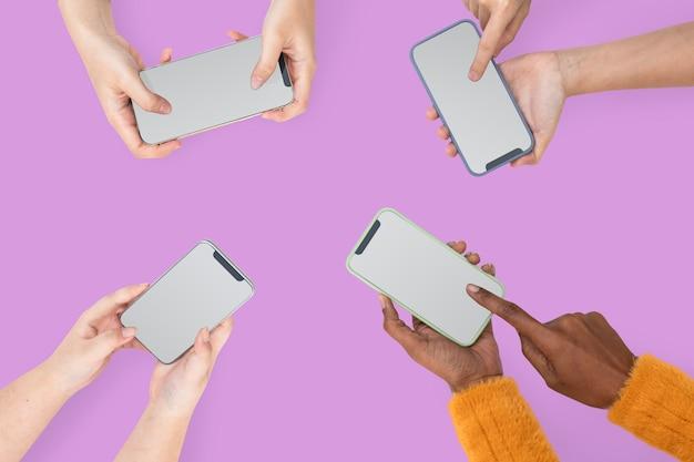 Dispositivo digital de mãos com tela de smartphone