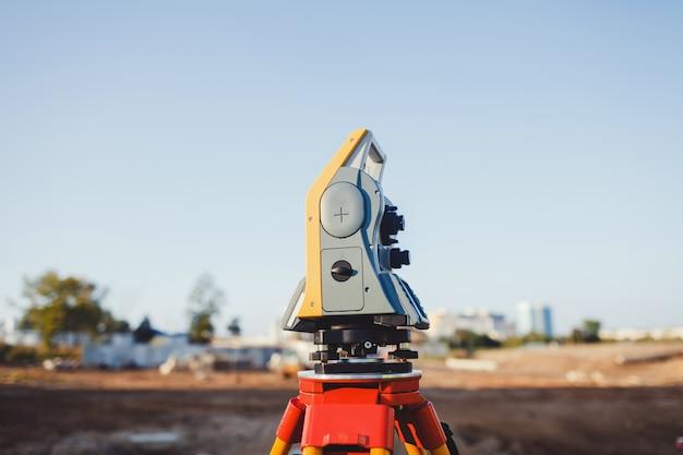 Dispositivo especial (nível) para construtores de agrimensores