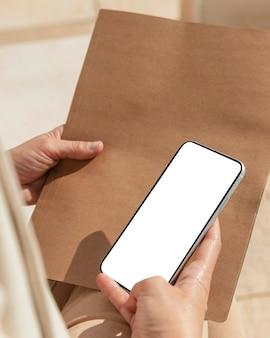 Dispositivo para segurar a mão em close-up