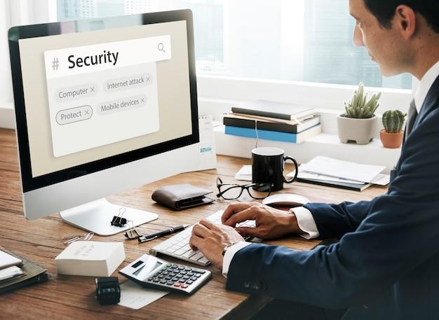 Dispositivos móveis de ataque de computador pela internet