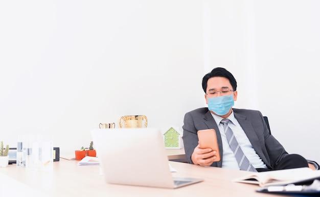 Distanciamento social. nova vida normal após covid-19. use máscara facial para prevenir a propagação do vírus e prevenção da gripe coronavirus. auto-quarentena e bem-estar.