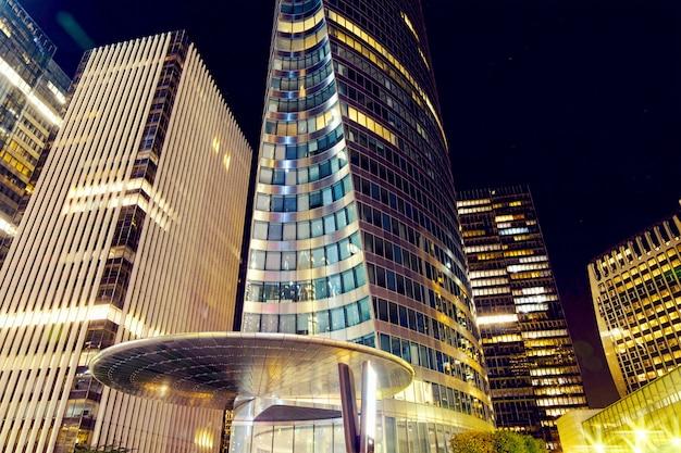 Distrito de negócios de paris à noite