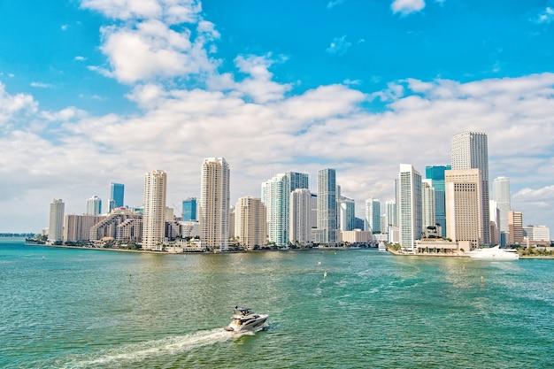 Distrito empresarial miami richness concept arquitetonicamente impressionantes torres de arranha-céus