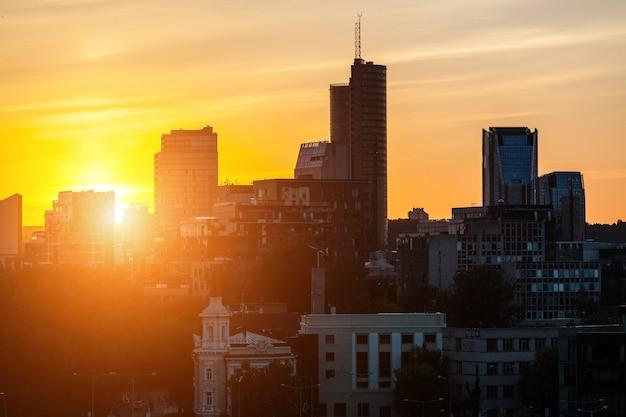 Distrito financeiro de vilnius ao pôr do sol