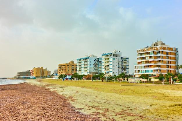 Distrito residencial à beira-mar em larnaca, chipre
