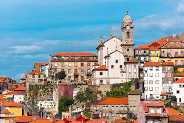 Diversão casas coloridas na cidade velha de porto, portugal