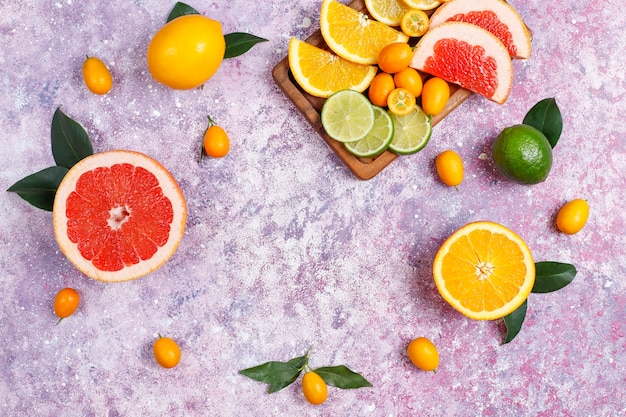 Diversas frutas cítricas frescas