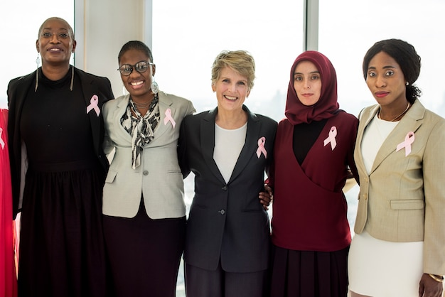 Diversas mulheres juntos parceria ribbon