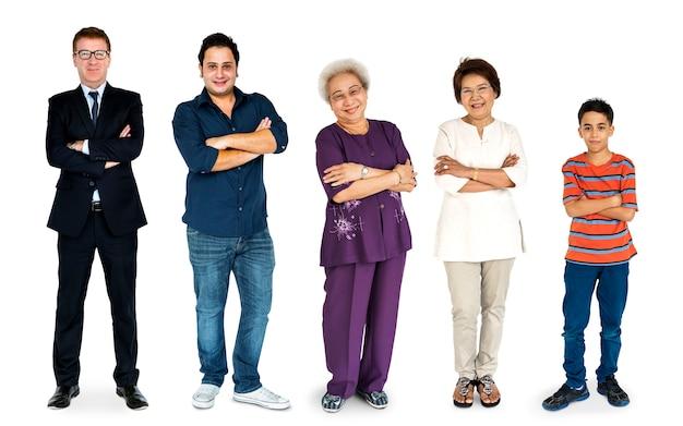 Diversidade de pessoas gerações juntos estúdio isolado