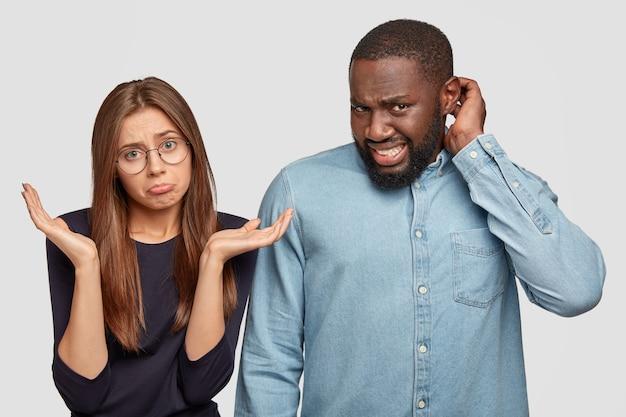 Diversos companheiros têm expressões sem noção e desagradáveis