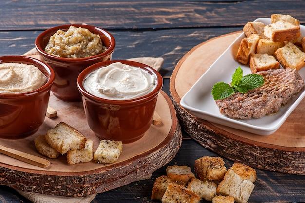 Diversos petiscos da culinária árabe