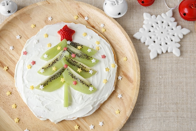 Divertido café da manhã caseiro panqueca árvore de natal para crianças