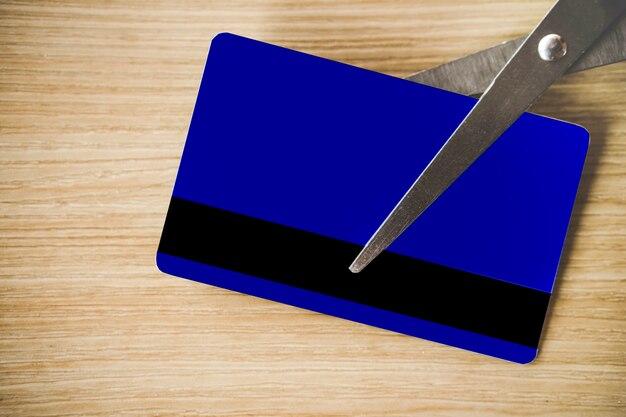 Dívida livre com cartão de crédito de corte de tesoura