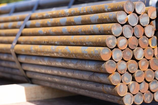 Divisão de vergalhões de grande porte usado em concreto de construção