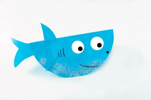 Diy e criatividade infantil. fazendo tubarão de papel. oficina de artesanato infantil.