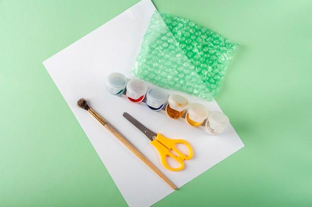 Diy e criatividade infantil instruções passo a passo desenho de cartão de felicitações com coração usando plástico bolha ferramentas de preparação de etapa artesanato infantil para dia dos namorados feminino