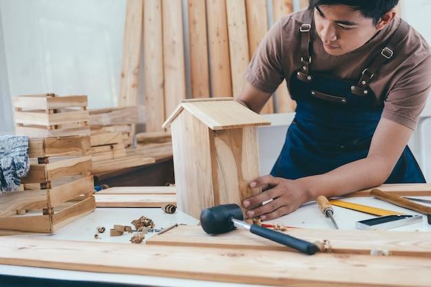Diy madeira e fabricação de móveis e artesanato e conceito de handwork.