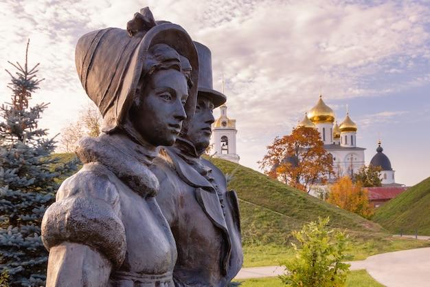 Dmitrov rússia escultura urbana na antiga cidade histórica de dmitrov na região de moscou