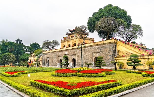 Doan mon, o portão principal da cidadela imperial de thang long. em hanói, vietnã