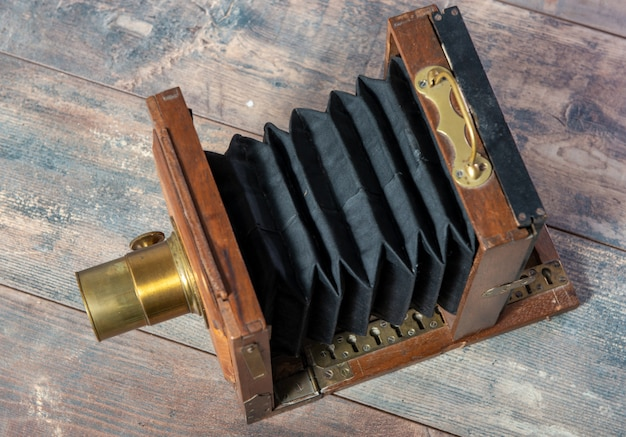 Dobragem fotográfica de madeira na superfície de madeira