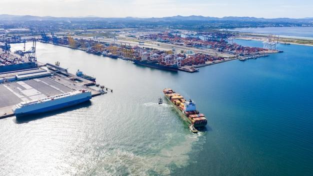 Doca de transporte no porto tailândia vista aérea