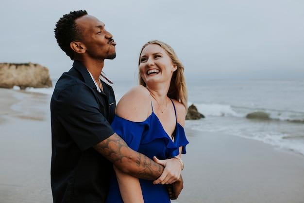 Doce casal na praia