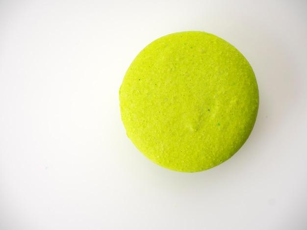 Doce de avelã verde macarons em branco