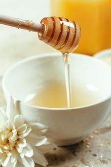 Doce mel em cima da mesa