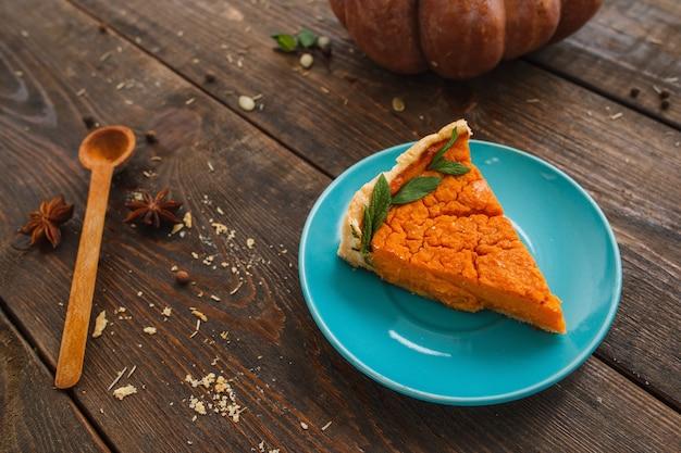 Doce sobremesa padaria tarte de abóbora comida americana sazonal tradicional dia de ação de graças conceito de lanche de halloween