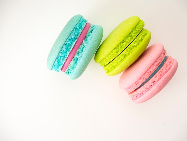 Doce três macarons amor em branco