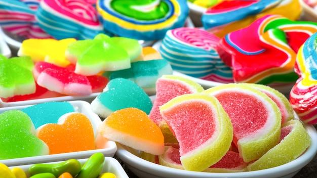Doces açucarados coloridos closeup