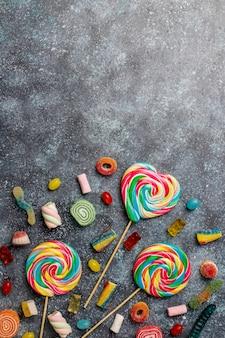 Doces coloridos, geléia e marmelada, vista superior