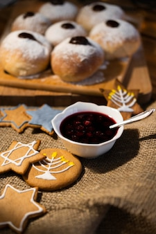 Doces com geléia tradicional hanukkah conceito judaico
