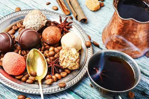 Doces de chocolate e café