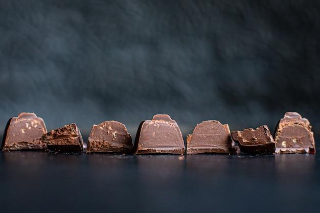 Doces de chocolate recheado de chocolates trufa sobremesa doce