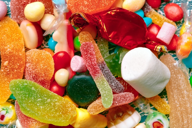 Doces de frutas coloridas diferentes