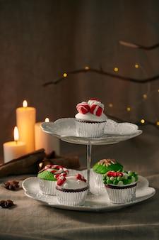 Doces de natal: closeup de cupcakes