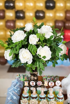Doces e decoração de mesa - tema do cão - aniversário infantil
