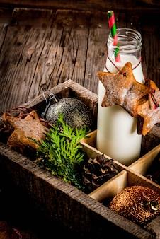 Doces e guloseimas de natal, garrafa com leite para o papai noel com biscoitos estrela de gengibre