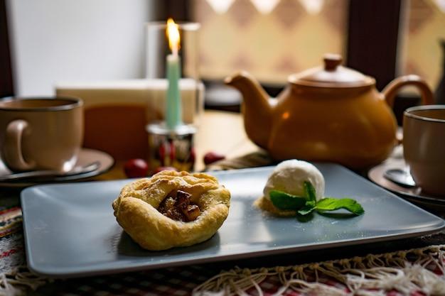 Doces e sobremesas tradicionais da geórgia com avelãs, nozes, suco de uva, mel, chocolate