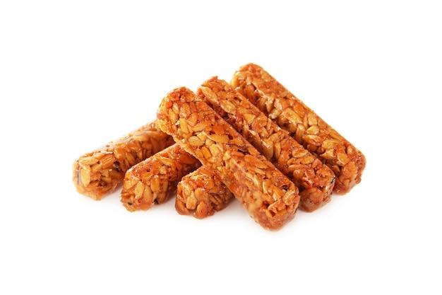 Doces kozinaki feitos de sementes de girassol e açúcar caramelo isolado