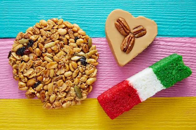 Doces mexicanos palanqueta cajeta coração de coco