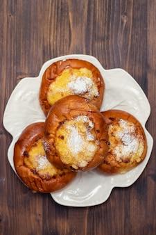 Doces portugueses com coco pão de deus