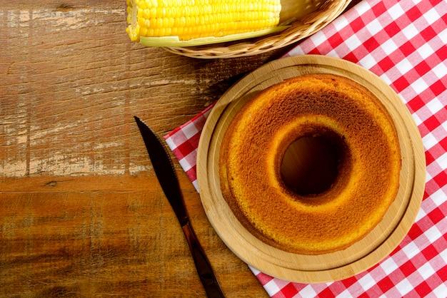 Doces típicos da festa junina brasileira - vista superior com espaço de cópia. bolo de milho