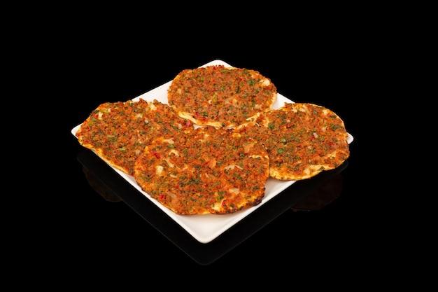 Doces turcos com carne picada e vegetais