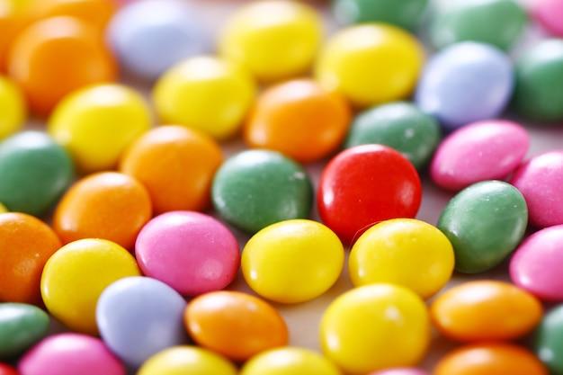 Doces vitrificados coloridos