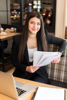 Documento de leitura de empresária