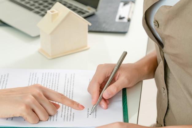 Documento de sinais de clientes para comprar casa e imóveis