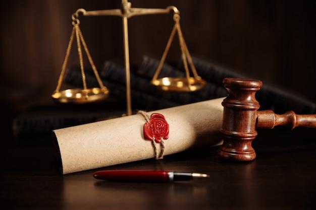 Documento de testamento e testamento com caneta.